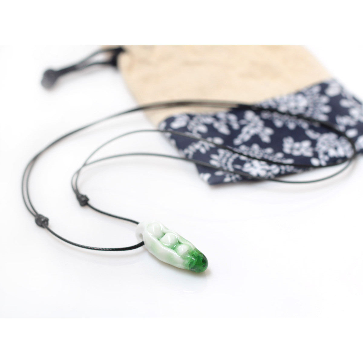 Superlovely pea-shape ceramic cracked crystal necklace