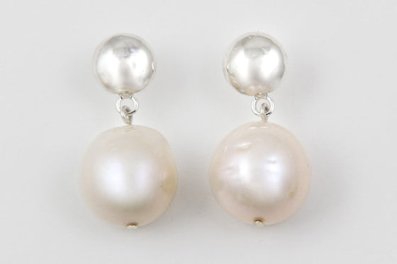 Sterling silver & freshwater pearl stud earrings