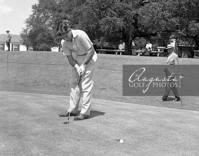 Gary Player Putting at the Augusta National