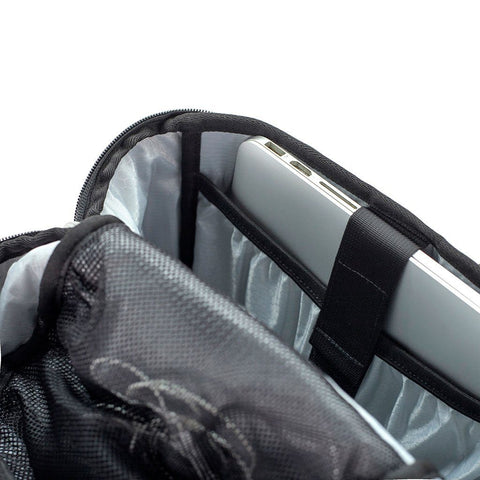 Ethnotek-premji-travel-daypack-india8-black-and-white-laptop-compartment