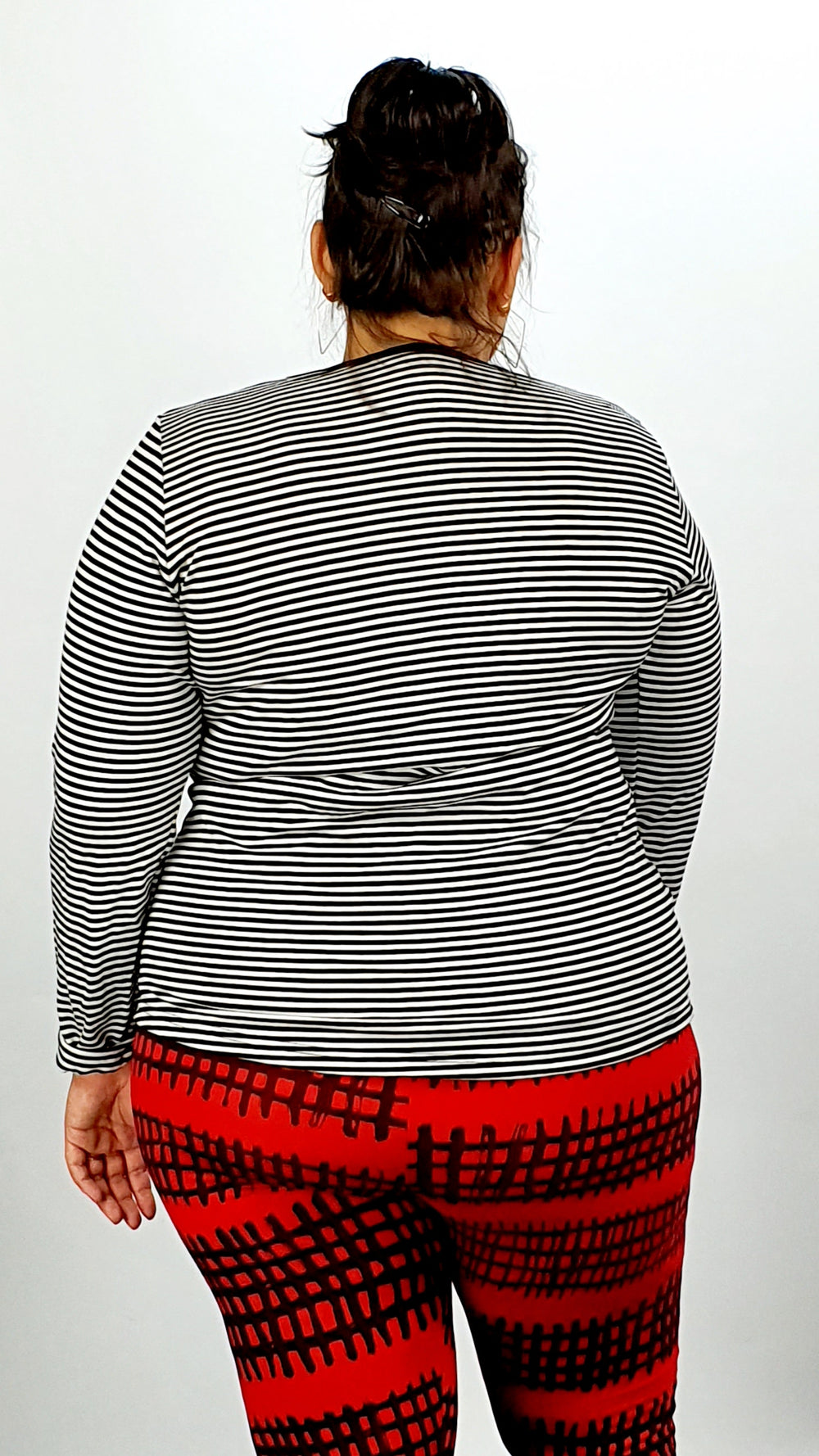 Black & Cream Strips Round Neck Soft Wool 100% Long Sleeve Tee Shirt