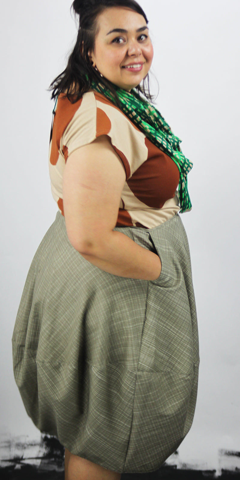 Green bubble skirt with pocket and side zip on the side
