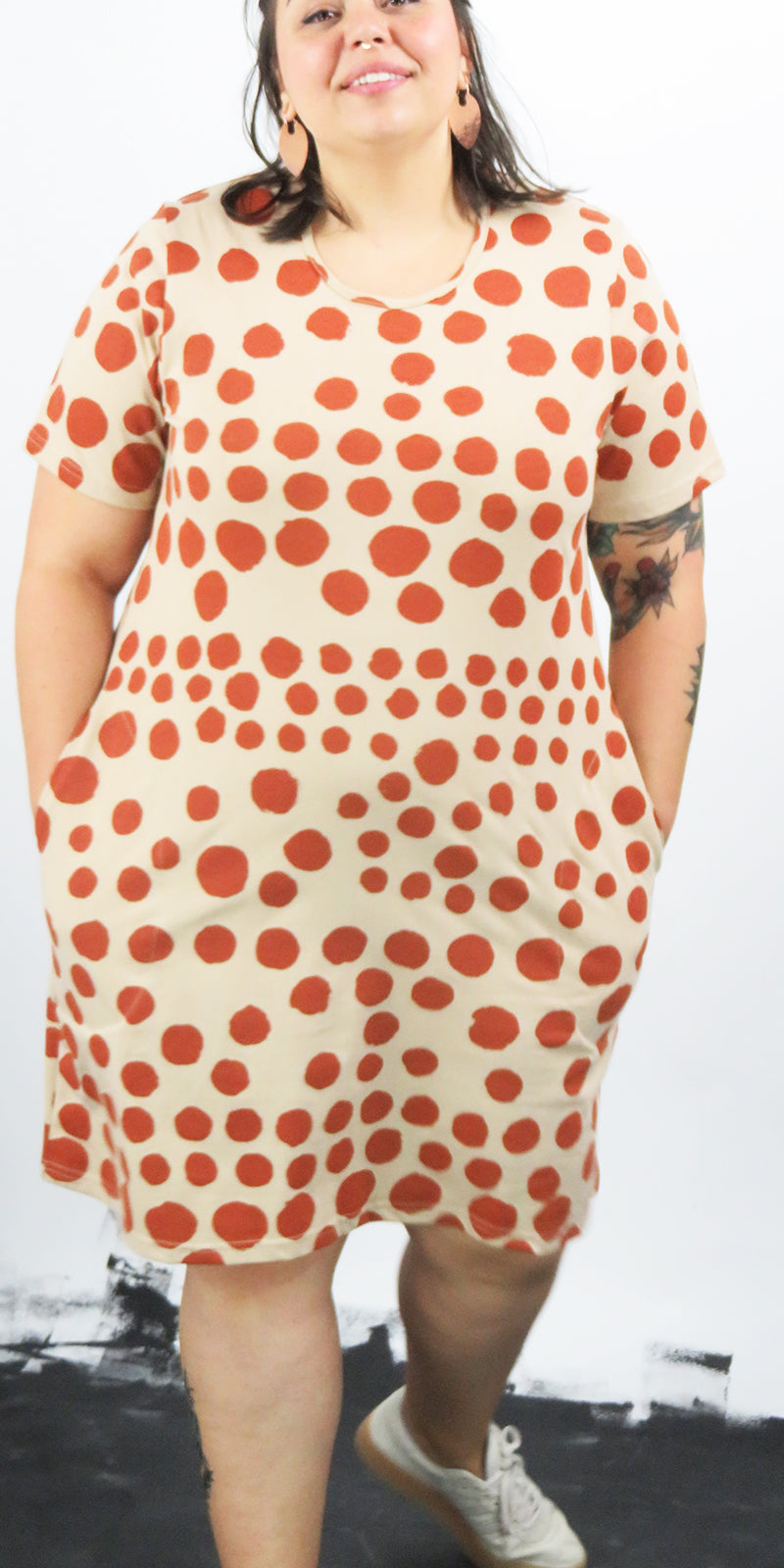 Round neck short pocket dress with rust spots print with sleeves