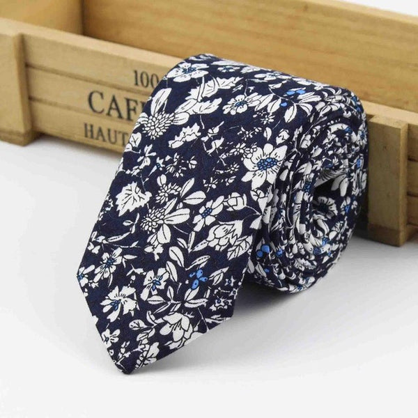 The Kensington Tie in Dark Blue Floral