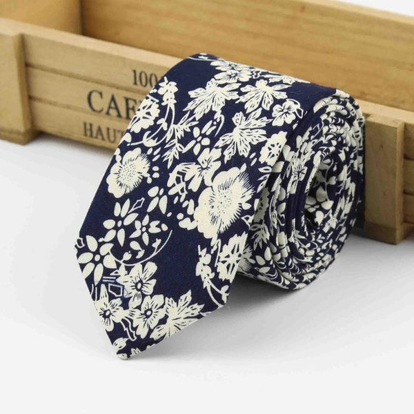 The Kensington Tie in Deep Navy Floral