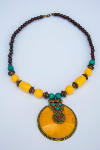 Charming necklace made with wood, beads and glass