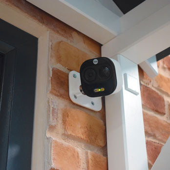 Yale SV-DAFX-W installed by front door