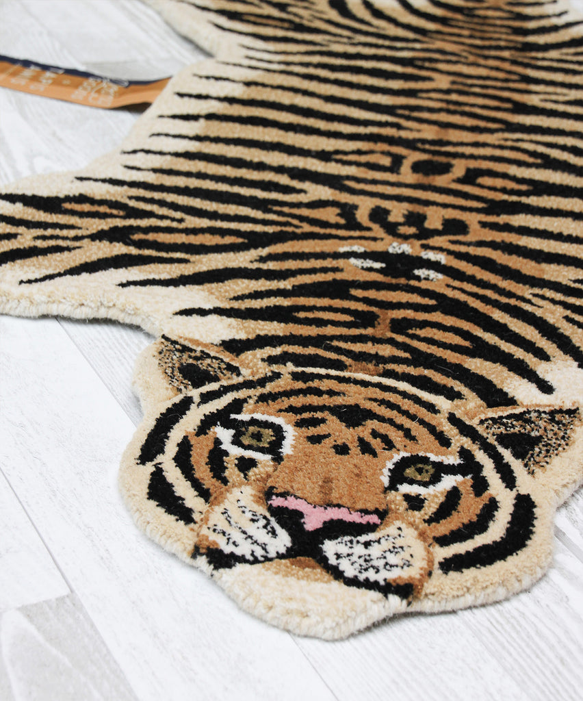Drowsy tiger rug • large