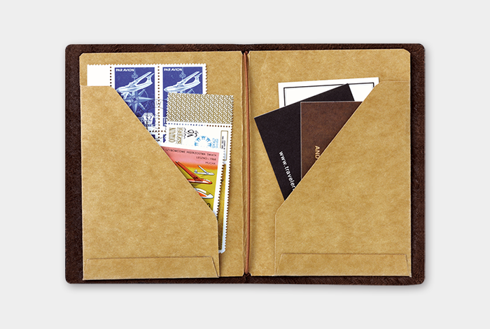 Passport size Refill 010 Folder med lommer • Traveler's notebook