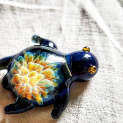 Dark Blue Glass Turtle w/ Rainbow Flower Pull Unique Artwork Brim Pin by Kelli Hughes - The Mad Genius Store