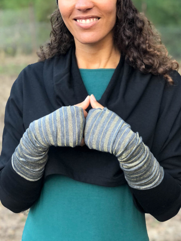 women's gold striped fingerless gloves in silver grey #color_silver-grey