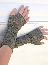Load image into Gallery viewer, Starseed Print Fingerless Gloves