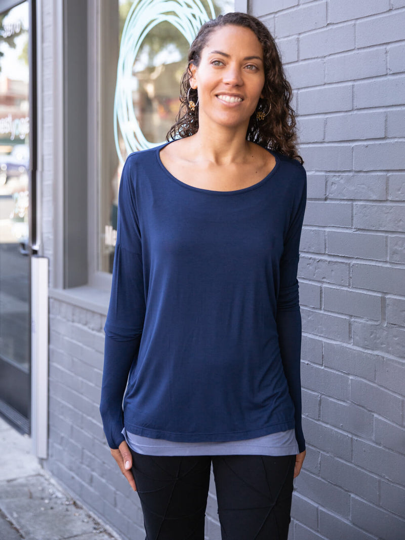 womens long sleeve plant-based jersey relaxed fit boyfriend top in navy blue #color_navy