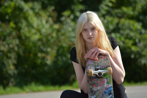 blonde-woman-skateboarding