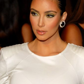 Kim-Kardashian-wears-elegant-earrings