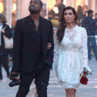 Kanye-and-Kim-are-having-a-walk