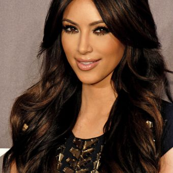 Kim-Kardashian-has-a-black-shirt