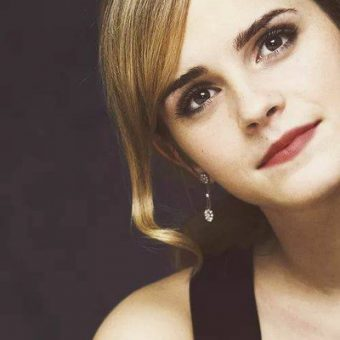 Emma-watson-wears-earrings