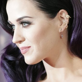 katy-perry-wears-earrings