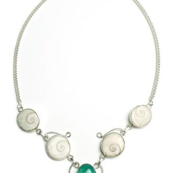 Necklace-with-green-stone