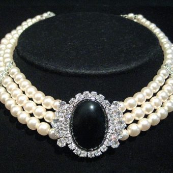 Elegant-pearl-necklace