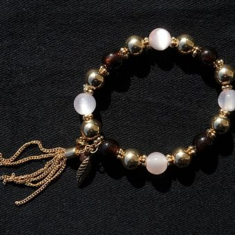 Gold-bracelet-with-pearls