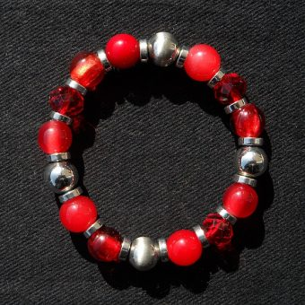 Red-pearl-bracelet