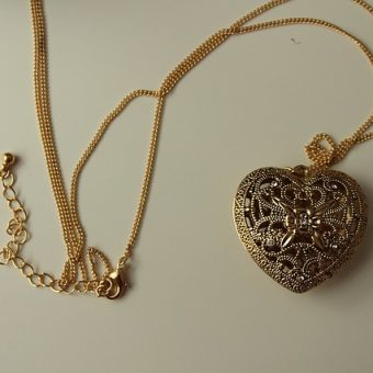 Necklace-with-heart-pendant