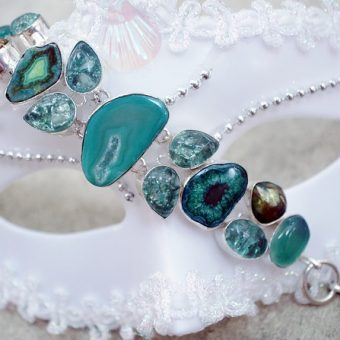 Bracelet-with-turquoise-gems