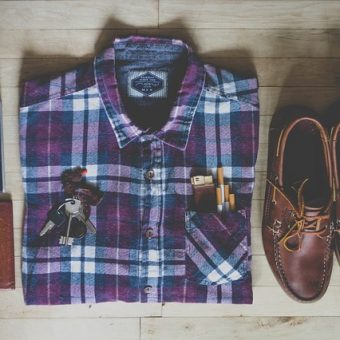 shirt-with-brown-shoes