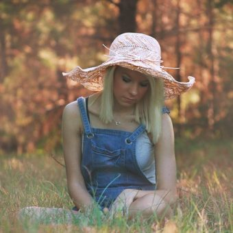 Girl-with-pink-hat