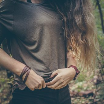 Girl-with-black-pants-in-forest