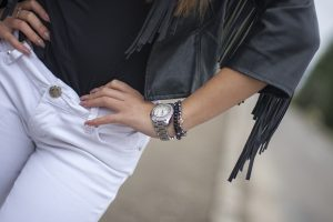 Fashion-girl-with-watch