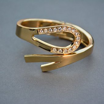 Elegant-gold-ring-with-diamonds