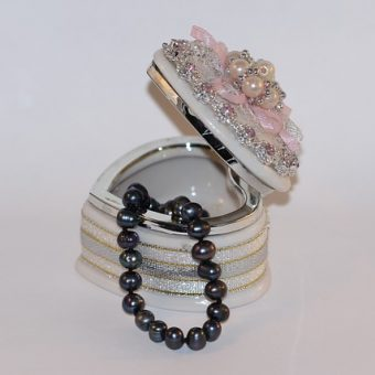 Jewelry-box-with-pearl-necklace