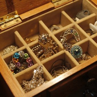 Box-with-jewels