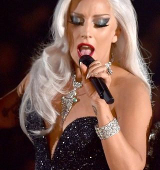 Lady-Gaga-is-singing
