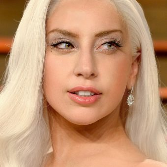 Lady-Gaga-has-gorgeous-earrings
