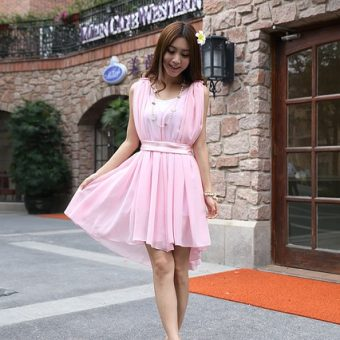 Cute-girl-has-a-pink-dress