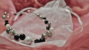 Black-and-white-pearl-necklace