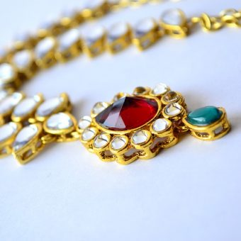 Golden-necklace-with-emeralds
