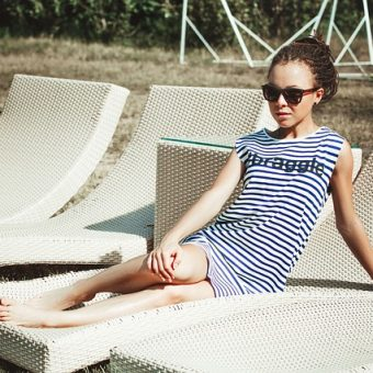 Girl-with-glasses-sits-on-sunbed