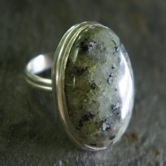 Ring-with-elegant-gemstone