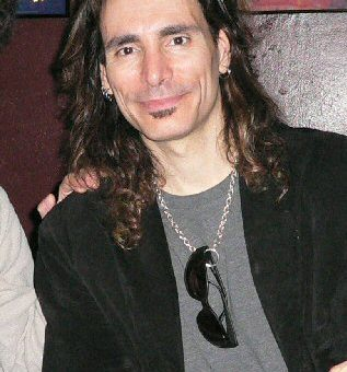 Steve-Vai-has-long-hair