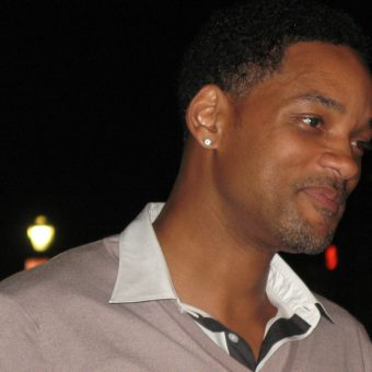 Will-Smith-wears-a-shirt