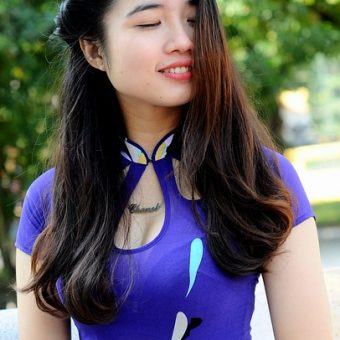 Girl-with-the-purple-dress