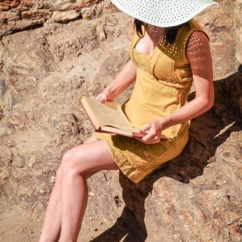 Girl-with-yellow-dress-is-reading