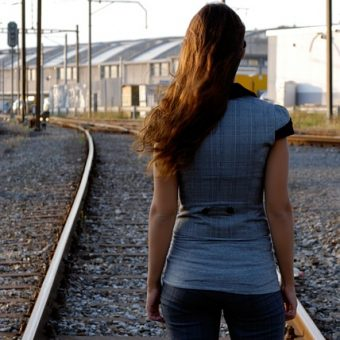 Woman-admires-the-railroad