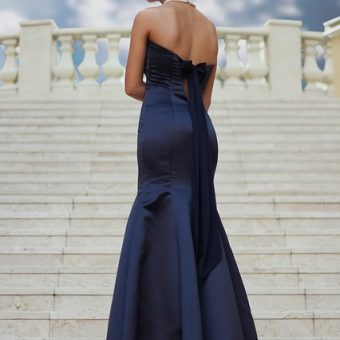 Woman-has-a-dark-blue-dress