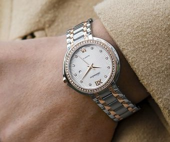 Elegant-watch-on-man's-hand